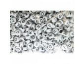 500 Lettres Melangées Acrylique Blanc / Noir 7x4mm ( Ø 1.7mm)